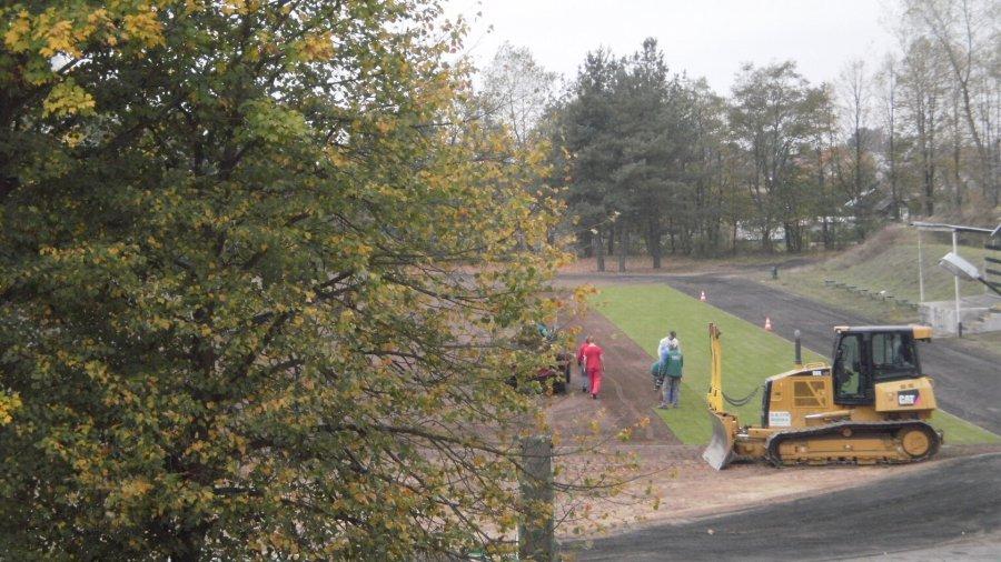 Nowa murawa boiska w Pieckach