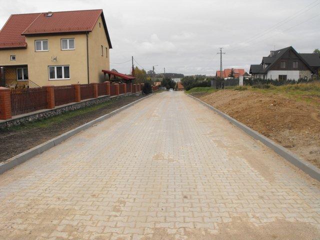 Zakończenie inwestycji - przebudowa części drogi łączącej Piecki i Cierzpięty